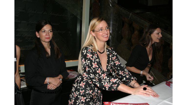 ChannelPartner-Mitarbeiterin Eva Fertner (Mitte) hatte immer ein strahlendes Lächeln für die Gäste.