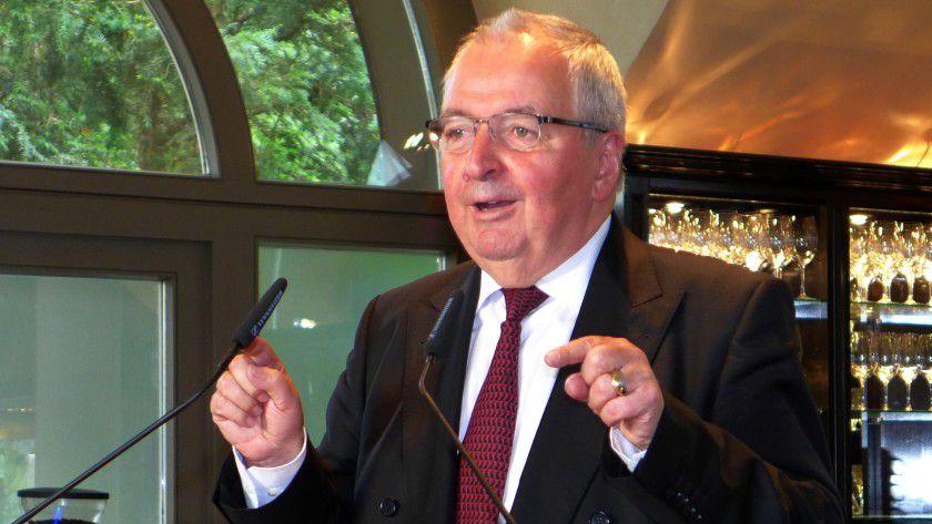 Der ehemalige Bundesumweltminister Klaus Töpfer hat den Vorsitz der Expertenjury des Kyocera-Umweltpreises übernommen.