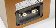 TUNING-SCHALTER Im Terminal sind zwei Schalter integriert, die eine Anpassung an die Gegebenheiten des Hörraums erlauben