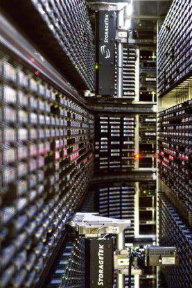 Blick in die Band-Bibliothek im Computer Center des CERN (Quelle: Cern).