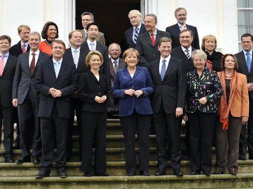 Die schwarz-gelbe Bundesregierung bei eine Klausur Anfang des Jahres (Foto: Regierung online)
