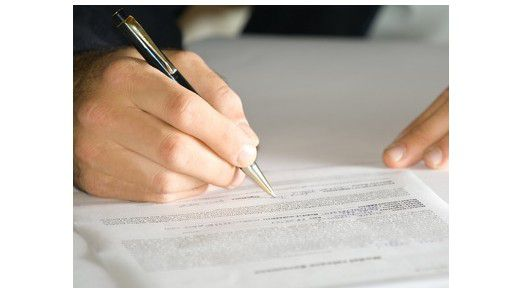Wie bei allen Verträgen gilt: Vorsicht vor dem Kleingedruckten! Foto: Fotolia, L. Tus