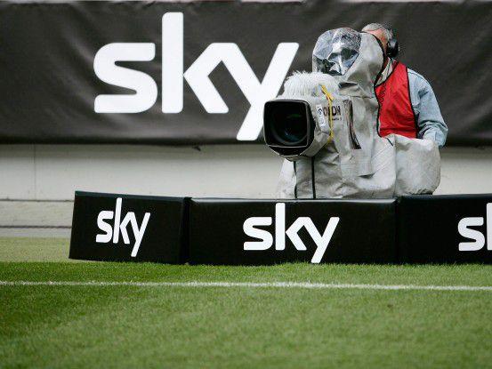 Sky Deutschland muss das Geld für die teure Lizenz wieder reinbekommen - nicht nur von seinen Pay-TV-Kunden...
