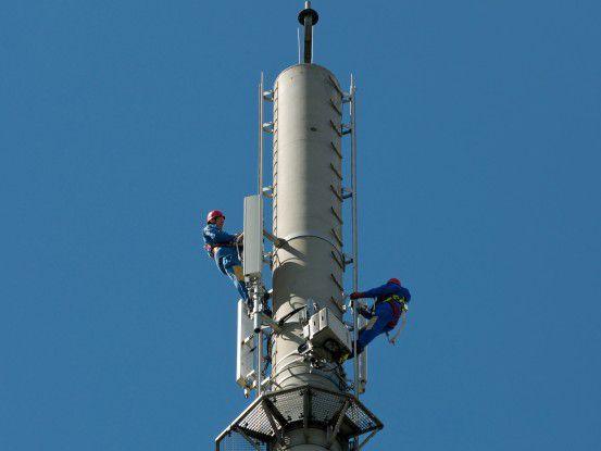 Arbeiten an einem Mobilfunkmasten der Telekom.