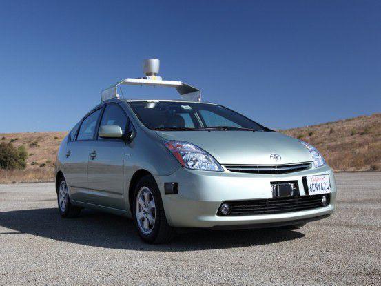 Ein computergesteuerter Toyota Prius von Google im Stand...