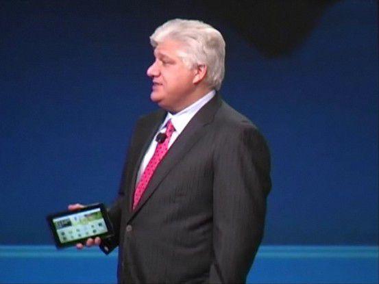 Co-CEO-Kollege Mike Lazaridis mit einem Playbook-Tablet