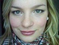 Alexa Ziesch arbeitet an einem Dokumentations-Projekt, über das sie ihre Master-Arbeit schreiben kann.