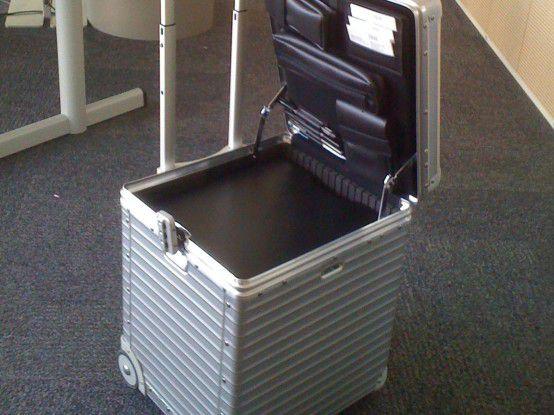 Clean Desk Policy: Am Ende des Tages räumen die IBMer ihre Arbeitsmaterialien in den sogenannten Rollboy. Der wird dann bis zum nächsten Tag im Spind geparkt.