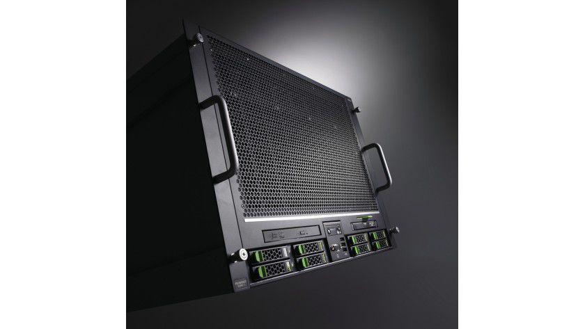 Top: Als Spitzenprodukt im Midrange-Bereich für Mission-Critical-Anwendungen schickt Fujitsu den Primergy RX900 S2 als 8-Sockel-Rack-Server ins Rennen.