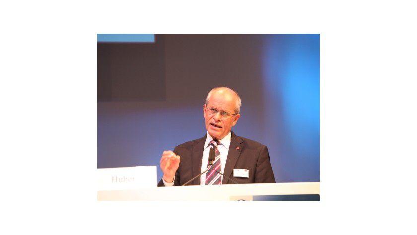 """IG Metall-Chef Berthold Huber meint: """" Firmen sollten mehr Ausbildungsplätze gegen den Fachkräftemangel schaffen."""""""
