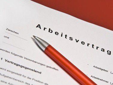 Viele Arbeitsverträge existieren durch mündliche Absprache. Dennoch empfiehlt sich die Papierform.