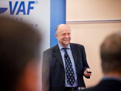 """Bernhard Stütz, FH Stralsund, kritisiert: """"Es wird zu wenig in die Weiterbildung der Mitarbeiter investiert."""""""
