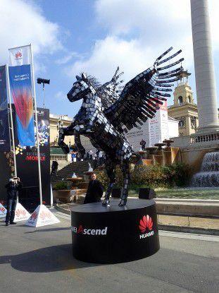 Immer langsam mit den jungen Pferden? Huawei-Figur auf Mobile World Congress.