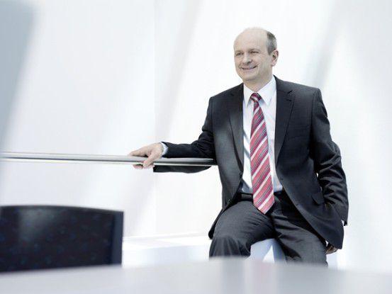Rechenzentrumbetreiber sollten die Klimatisierung unter die Lupe nehmen, bevor sie in ein neues RZ investieren, so Bernd Hanstein.