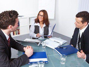 Liegt bei einem Bewerber eine Schwerbehinderung vor, ist ein öffentlicher Arbeitgeber verpflichtet, diesen zum Vorstellungsgespräch einzuladen.