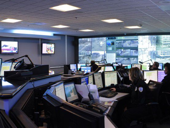 IBMs analytische Datenbank-Security- Lösungen werden beispielsweise in Chicago für die städtische Videoüberwachung eingesetzt (im Bild das Chicago Office of Emergency Management Contribution Command Center).