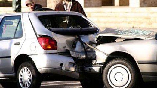 Auch Versicherer stehen vor neuen Fragen. Wer zahlt, wenn die Fahrerlosen crashen? Der Besitzer? Der Softwareentwickler?