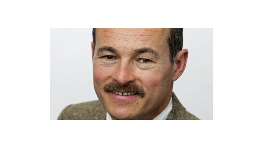 CW-Redakteur Hans Königes stellt die neue Gehaltsstudie beim Business Breakfast vor.