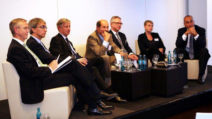 Diskutierten über Recruiting-Herausforderungen (v.l.n.r.): Wolfgang Sonnabend (Arvato), Markus Gambihler (EWE), Heinz Züllighoven (Uni Hamburg), Moderator Hans Königes (COMPUTERWOCHE), Niels Fischer (Schickler), Wiebke Burrichter (Innogames) und Andreas Hein (Capgemini). Georg Bachmaier von Microsoft war aus München zugeschaltet.
