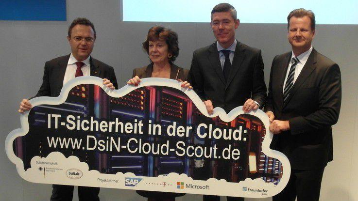 """Bundesinnenminister Hans-Peter Friedrich, EU-Kommissarin Neelie Kroes, Microsofts Deutschlandchef Christian Illek und SAP-CIO Oliver Bussmann (v.l.) stellten den """"Cloud Scout"""" vor."""