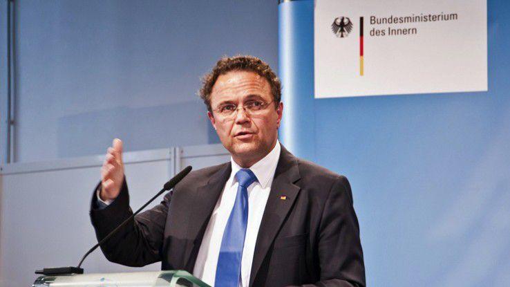 Bundesinnenminister Hans-Peter Friedrich ist mit der Nichtunterzeichnung des Kodex' durch die Diensteanbieter nicht zufrieden.