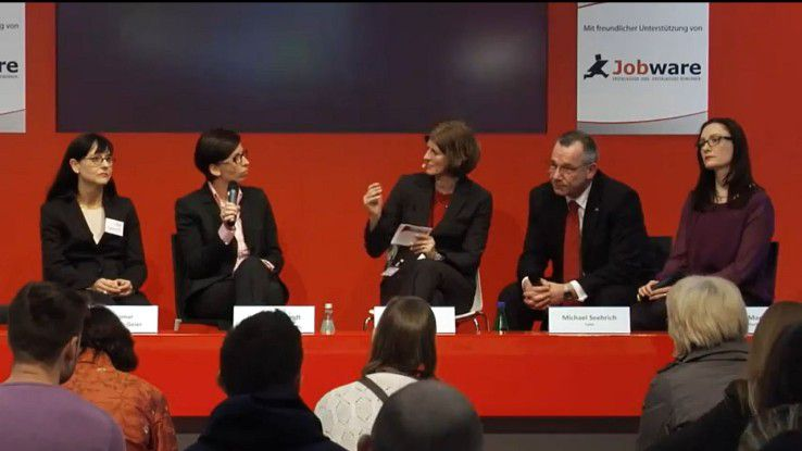 Es diskutierten Dagmar Schimansky-Geier (1a Zukunft, v.l.), Olga Hildebrandt (Arvato), Karen Funk (COMPUTERWOCHE), Michael Seehrich (Lynx) und Nicole Mamier (Realtech).