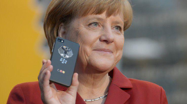 Dieses hochsichere Handy hat die NSA nicht abgehört - aber jenes, das Kanzlerin Merkel wirklich benutzte...