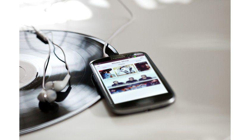 Obacht: Musik streamen im Ausland sollten die Anwender besser unterlassen - das Datenvolumen ist sonst schnell verbraucht.
