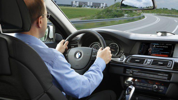 E-Mails diktieren und per Sprache navigieren – im 7er-BMW mit der integrierten Plattform Dragon Drive soll das kein Problem sein.