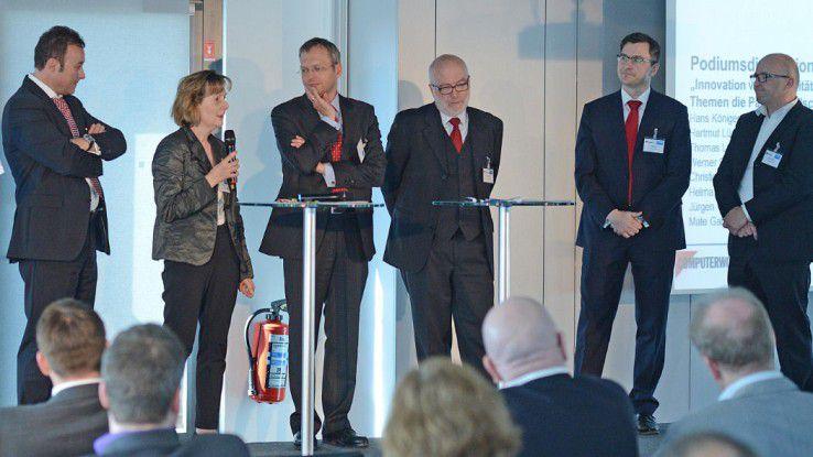 Auf dem Sourcing Day 2013 diskutierten (von li.): Jürgen Gallmann (Allgeier), Helma Göbel (Deutsche Bahn), Christian Mezler-Andelberg (Magna Steyr), Thomas Lünendonk (Lünendonk), Mate Gabelica DekaBank) und Werner Schultheis (Randstad).
