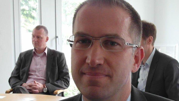 Elf Jahre nach der Auslagerung des IT-Systemhauses der Schmidt Bank an Accenture ist Markus Grimm (40) für 180 Mitarbeiter verantwortlich. Der Director Technology ist für zwei Rechenzentren und die Infrastruktur-Outsourcing-Services in Kronberg, Hof, Prag und Warschau zuständig.