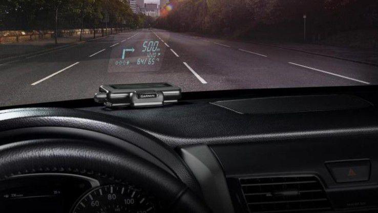 Die wichtigsten Navigationsanweisungen projiziert das Garmin Head-Up-Display direkt auf die Windschutzscheibe.