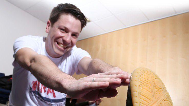 Informatiker van den Eertwegh beißt die Zähne zusammen beim Sportprogramm seines Arbeitgebers.