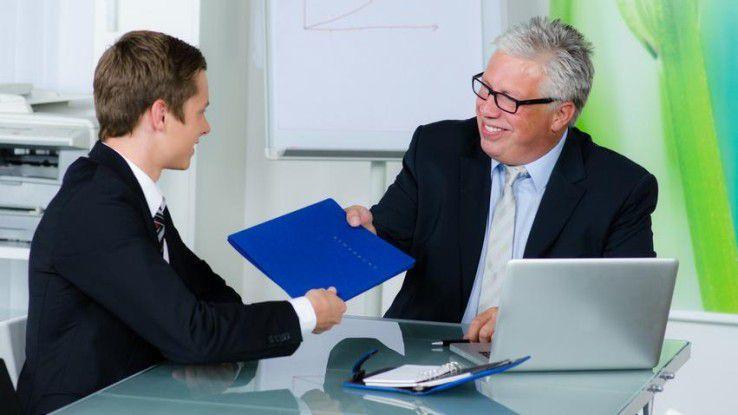 Seriöse Personalberater fragen datenschutzrechtlich korrekt Bewerber vor jedem Unternehmenskontakt einzeln nach ihrer schriftlichen Zustimmung.