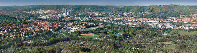 Panorama der Stadt Jena. Die Kommune stellt etliche Unterlagen zu ihren Bauprojekten per Private Cloud einem exklusiven Kreis von Beteiligten immer in einer aktuellen Version zur Verfügung.