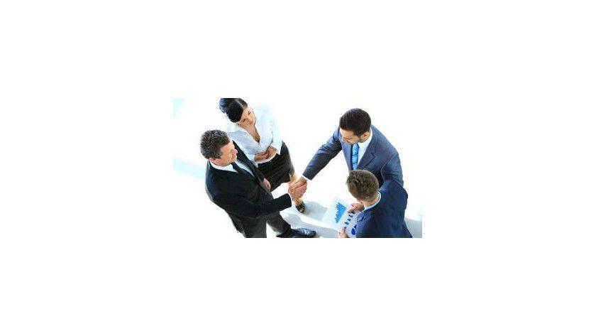 Geschäftskontakte knüpfen ist etwas, das sich lernen läßt.