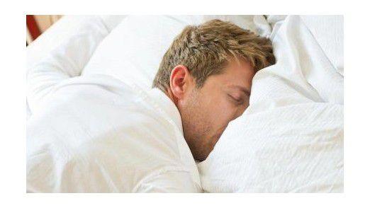 Wer schläft, wägt unterbewusst die Vor- und Nachteile einer Entscheidung ab.