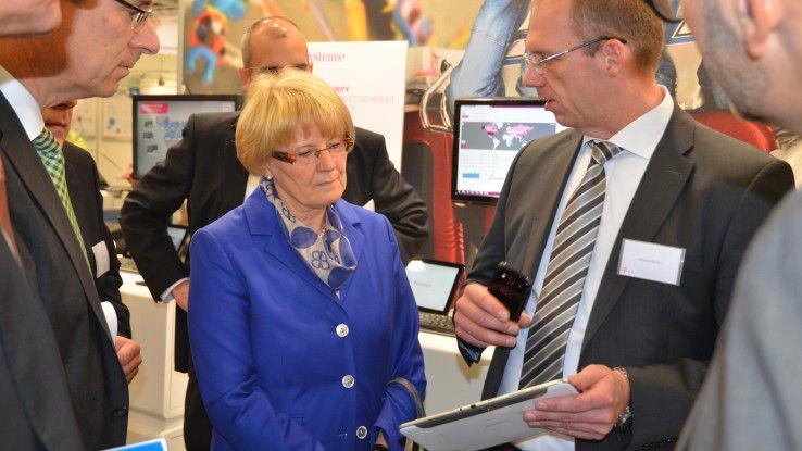 Hoher Besuch am Telekom-Stand auf der it-sa: Bundes-CIO Cornelia Rogall-Grothe.