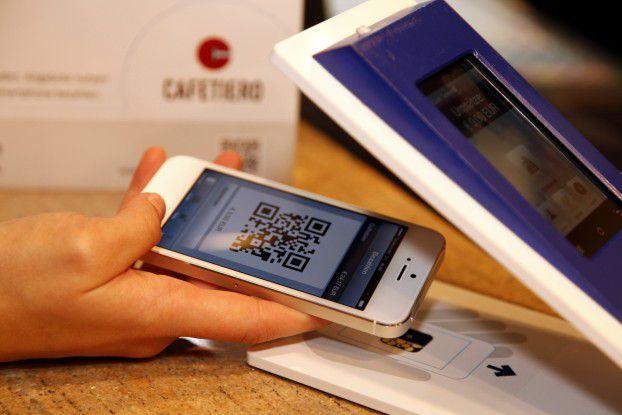 Kontaktlos bezhalen die Kunden beim PayCash-System per QR-Code.