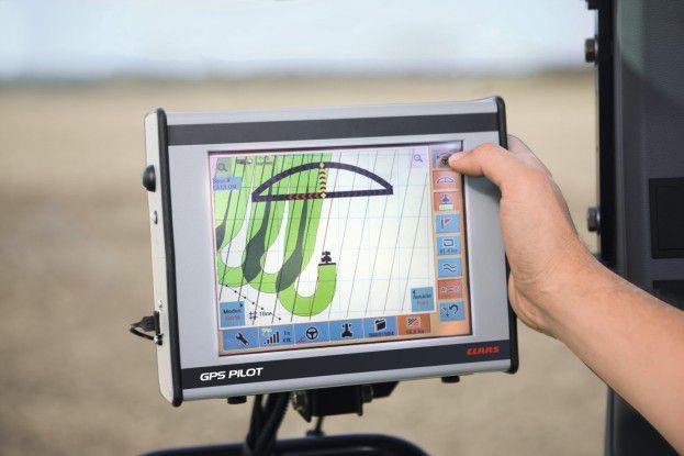 Claas Fernsteuerung: Ein elektronisches Lenksystem ermöglicht präzisere Mähreihen.