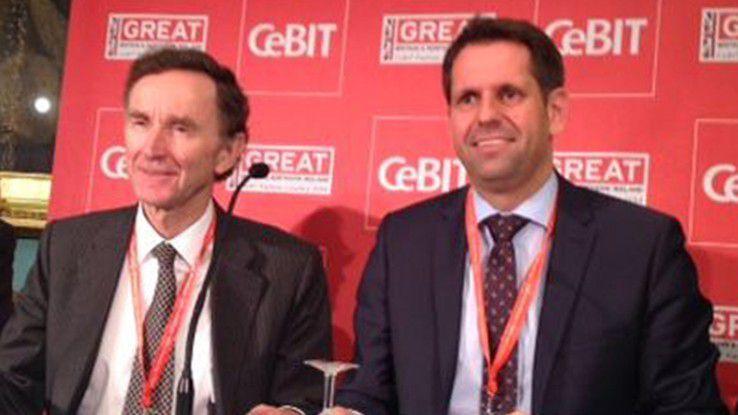 Die Wirtschaftsminister Lord Green (links) und Oliver Lies unterzeichneten den Vertrag.
