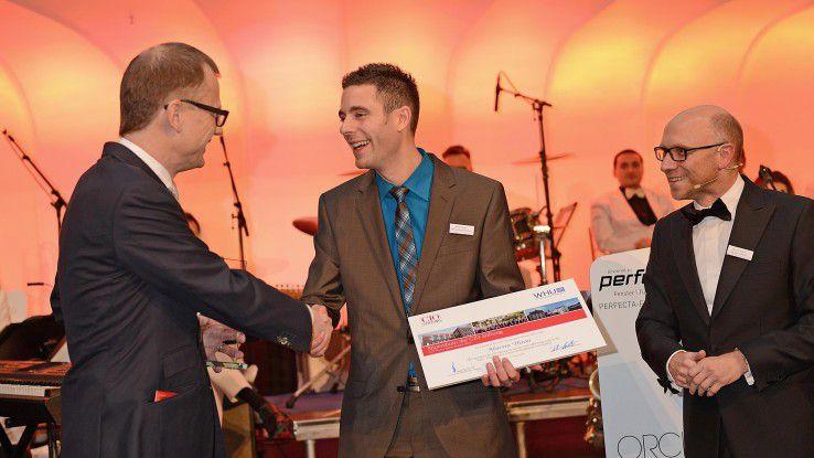 Strahlender Gewinner: Martin Thron von SMA (Mitte) freut sich über den Gewinn des CIO Young Talent Award 2013. Überreicht wird der Preis durch Michael Schulte von Capgemini (li.) und COMPUTERWOCHE-Verlagsleiter Michael Beilfuß (re.).