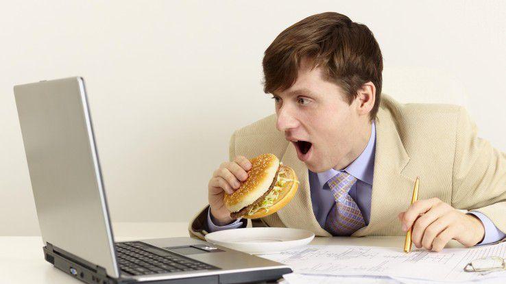 Gerade in Stress-Zeiten ist eine ausgewogene Ernährung besonders wichtig. Reicht es dann nur für Fastfood vorm Rechner, fühlt man sich noch schneller müde und erschöpft.