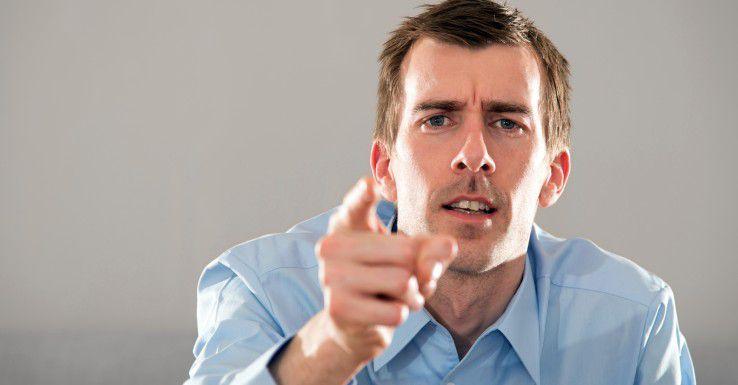 Konstruktive Kritik oder Stinkstiefel? Während Chefs für erstere ein offenes Ohr haben sollten, gilt es, das zweite Verhalten schnellstens zu unterbinden.