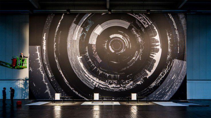 Dieses Jahr haben der deutsche Designer Clemens Weisshaar und sein schwedischer Kollege Reed Kram das Thema Big Data künstlerisch umgesetzt.