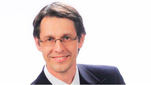 Herbert Wittemer ist Personalleiter bei msg systems. Er möchte mit gutem Beispiel vorangehen und verschickt deshalb keine Mails außerhalb der üblichen Arbeitszeiten.