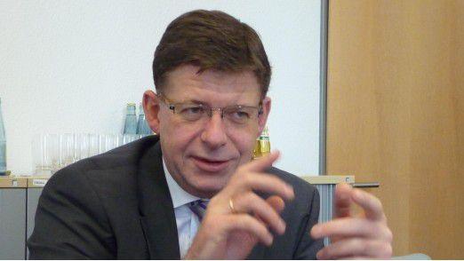 Reinhard Clemens, CEO von T-Systems und Vorstand der Deutschen Telekom, fordert deutsche Unternehmen dazu auf, die Chancen von Industrie 4.0 zu nutzen - und zwar schnell.