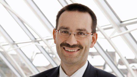 """Professor Reinhard Jung von der Universität St. Gallen: """"Die Finanzdienstleistungsindustrie ist einer der Hauptschauplätze der Digitalen Transformation."""""""