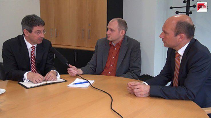 """Wilfried Reiners, CW-Redakteur Simon Hülsbömer und Thomas Petri (v.l.) diskutierten die Frage """"Datenschutz vs. Datensouveränität""""."""