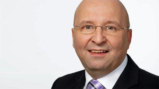 """Randstad-CIO Werner Schultheis: """"Früher war Karriere mit Führung gleichzusetzen. Junge Manager wollen immer noch Karriere machen, sind aber eher an Fachfragen interessiert."""""""